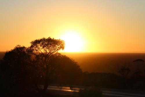 Sunrise at Madura.Travelling Family Australia